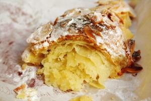 original_Croissant aux amandes-Almond Croissant-Paris with Kids-roboppy