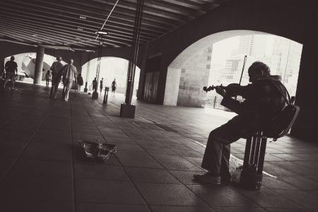 street-performer-924003_960_720
